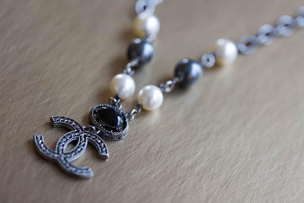 Sautoir Chanel perles noires