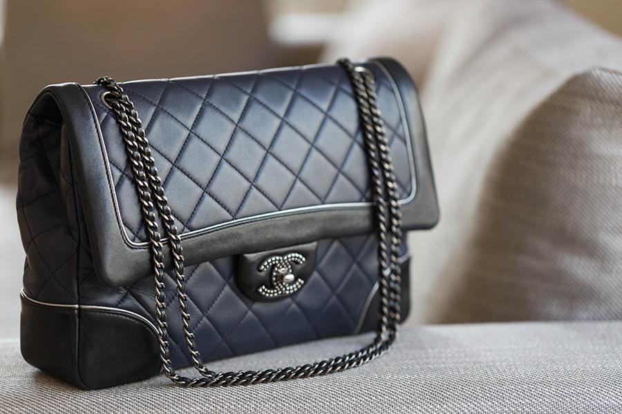 sac Chanel bleu marine et noir